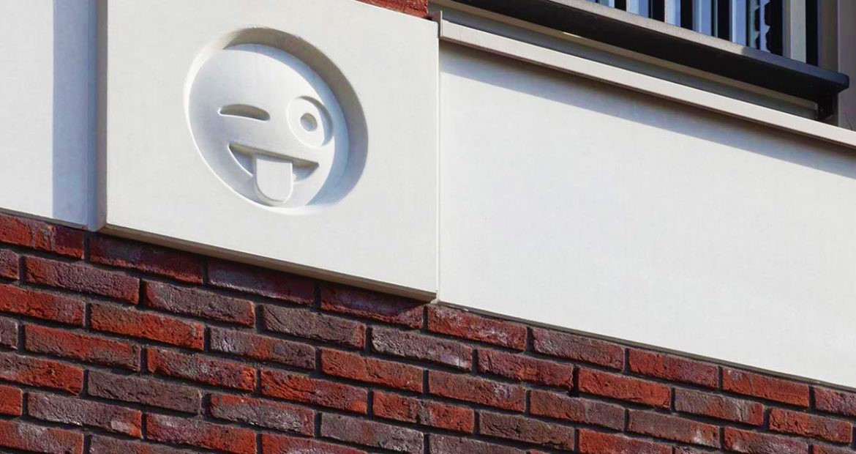 emoji-palace