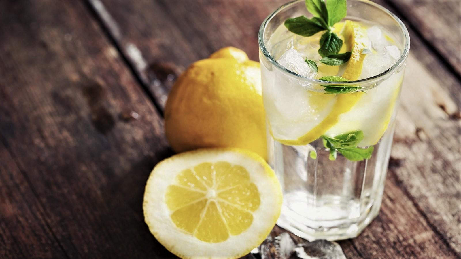 perdi-peso-con-lacqua-al-limone