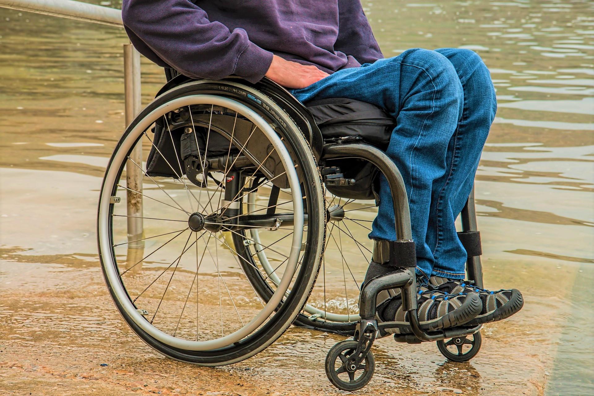 niente-cure-per-un-ragazzo-paraplegico
