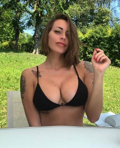 cascella, Karina Cascella sfida il web con una foto Hot!