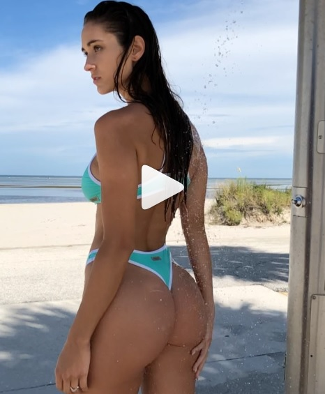 natalie roush, In riva al mare Natalie Roush è una vera bomba sexy! (VIDEO)