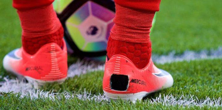 scarpe, Ecco perchè i calciatori tagliano le scarpe