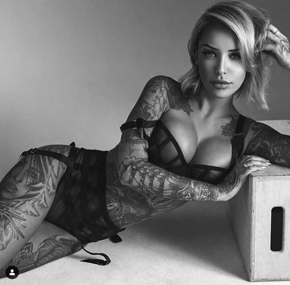 bedard, Laurence Bedard, la donna sexy dal tatuaggio facile!