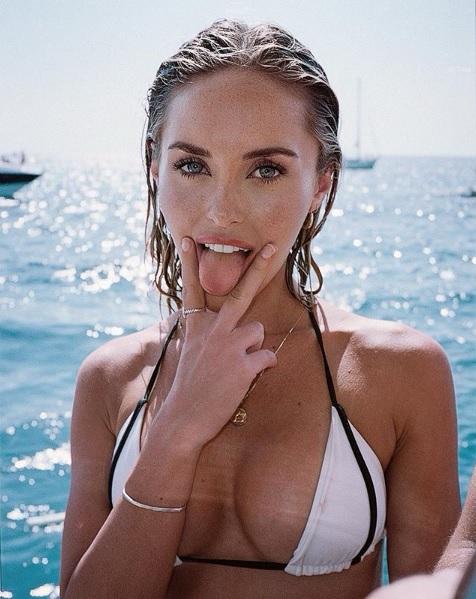 abigail o'neill, Abigail O'Neill, la modella americana con il vizio del latte