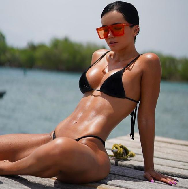 ARIANA JAMES, Ariana James la modella dagli occhi di ghiaccio