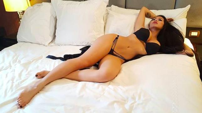 shanny lam, Shanny e la sua fotogallery in micro-bikini