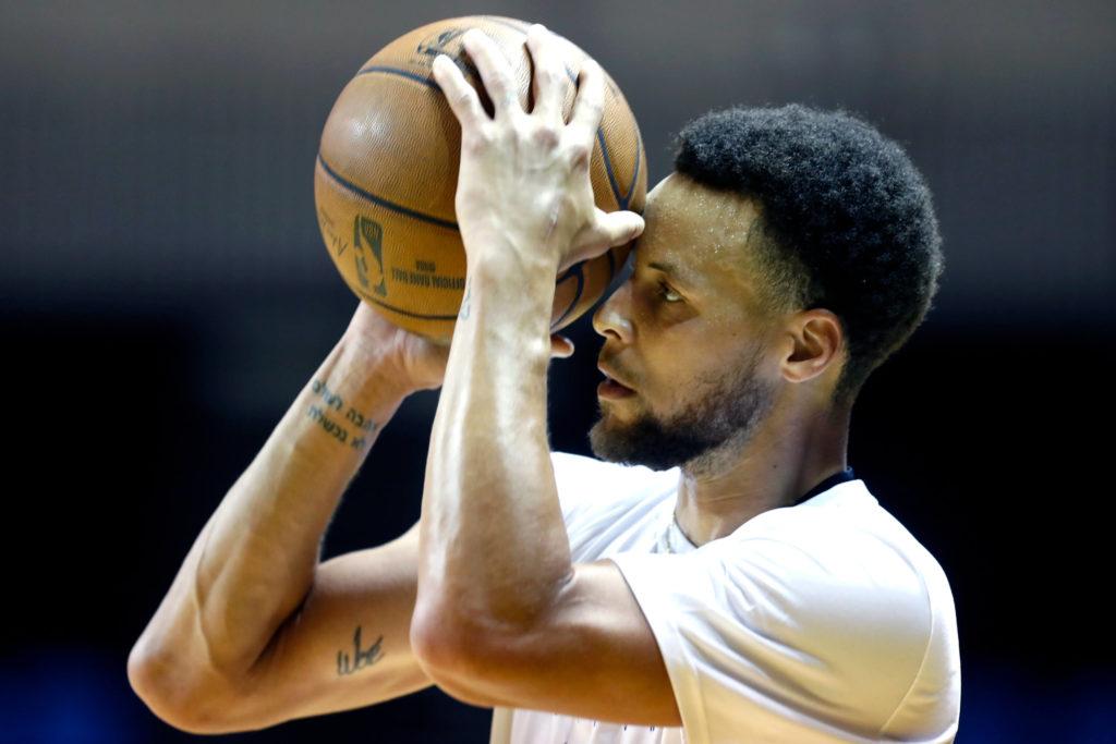 , NBA, ma che canestro ha fatto Steph Curry?