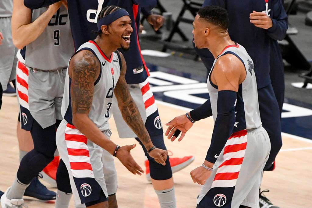 , Nella notte NBA Trae Young trascina Atlanta, Bradley Beal la vince facile dalla lunetta