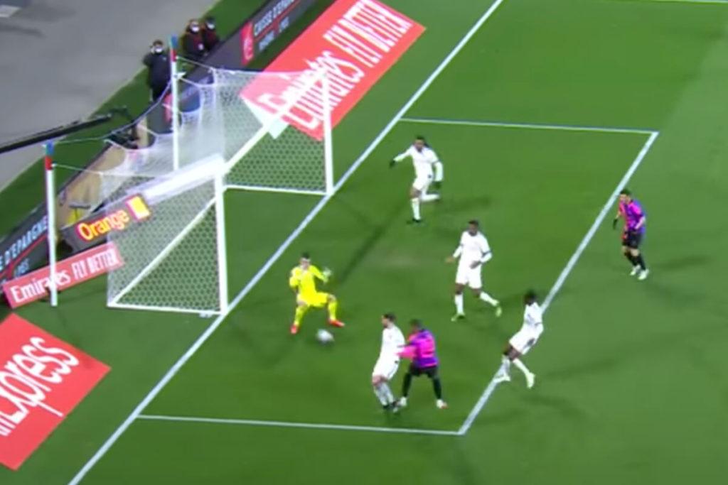 , Mbappé apre lo show contro il Lione: doppio tunnel da impazzire