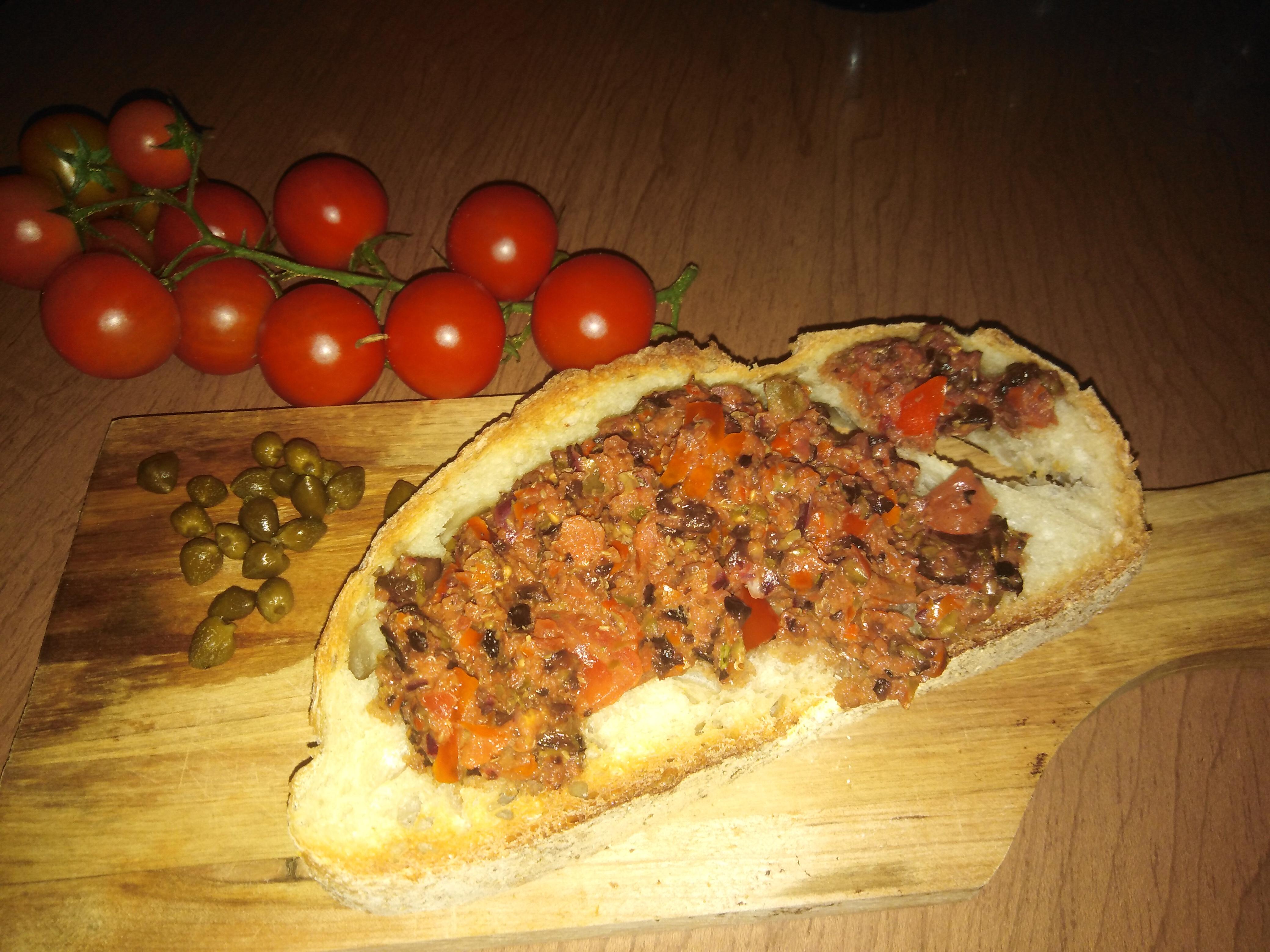 patè-pomodori-olive-capperi