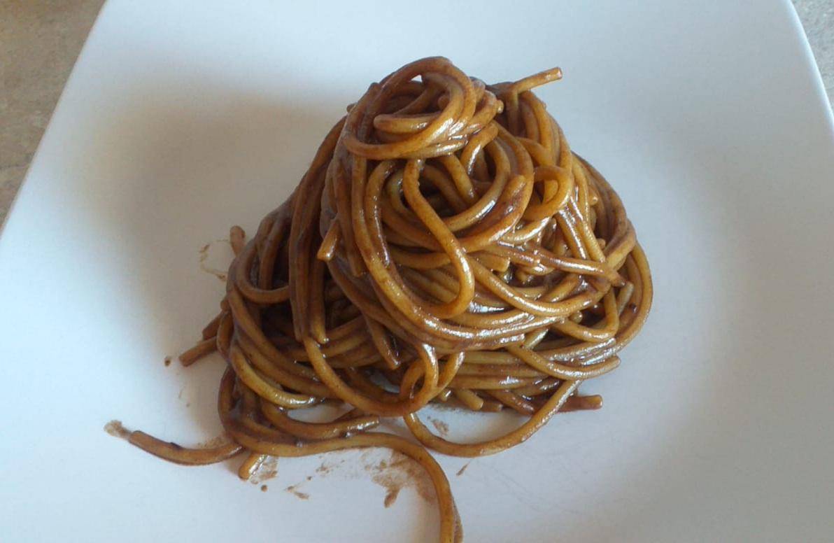 spaghettoni-aglio-nero