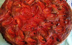 Pizza con farina di canapa e pomodorini. Come rendere speciale la pizza fatta in casa