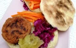 Batbout, pane marocchino con polpetta speziata – Ricetta etnica
