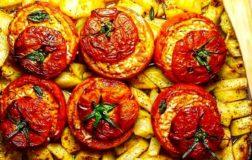 Pomodori di riso e patate, la ricetta semplice e veloce per l'estate