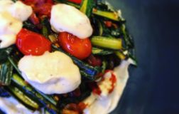 Cicoria spadellata con crema di cannellini, ricetta della cucina povera
