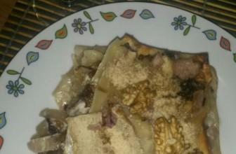 Lasagnetta al vino con radicchio, pere e noci