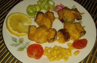 Per un' aperitivo con gli amici: mini spiedini di tofu e broccolo romanesco alla curcuma.