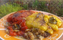 Come preparare i peperoni ripieni di pane e melanzane