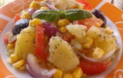Patate all'insalata al sapore mediterraneo: la ricetta facile