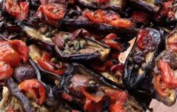 Mulignane spaccate: barchette di melanzane alla mediterranea