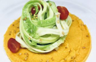 Fettuccine di zucchine con crema di peperoni raw vegan e senza glutine
