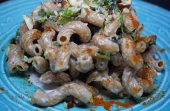Cavatappi di farro integrale con cicoria, polvere di peperone e nocciole tostate