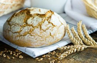 Preparare il pane in casa.