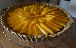 Crostata con mango e crema pasticcera