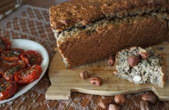 Plumcake con nocciole e semi misti, da gustare con cibi dolci o salati