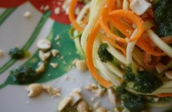 Spaghetti di zucchine e carote con pesto di borragine