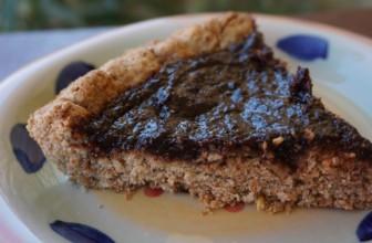 Crostata dolce e salata con marmellata di fichi, cacao e zenzero candito