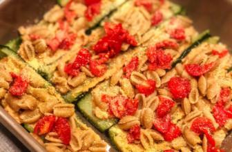 Pasta in barchette di zucchina, a tavola con allegria