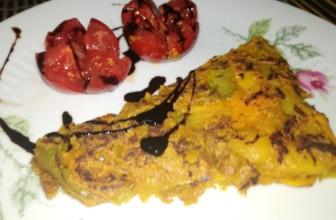 Come preparare la frittata NoEggs all'acqua con cipolla rossa e peperoni