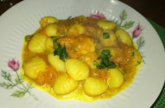 Gnocchi di patate con zucca e curcuma: la ricetta veloce