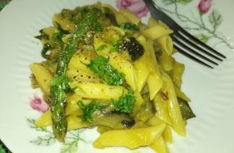 Pennette con asparagi, melanzane e crema di patate