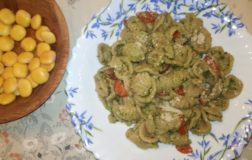 Orecchiette integrali di grano saraceno con pesto di basilico e tofu