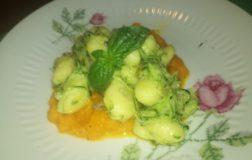 Gnocchi estivi alla crema di carote con zucchine