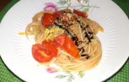 Spaghetti integrali con pomodoro e limone: vegan e facile