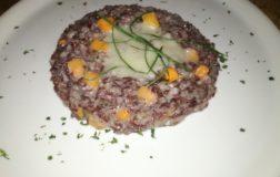 Risotto rosso con crema di topinambur e lamelle di zucca – Ricetta gourmet
