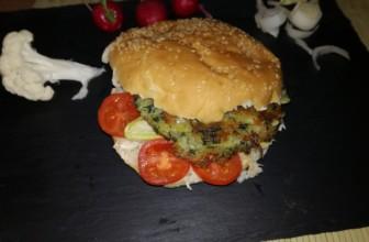 Maxi panino con burger di bietole, quinoa e patate