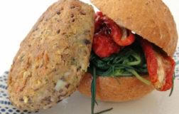 Burger vegetale e senza glutine con basmati e fagioli neri