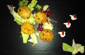 Polpette di ceci e pane con carote e curry – Ricetta veloce