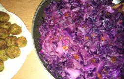 Cavolo cappuccio rosso in agrodolce con uvetta e semi: il contorno sano e nutriente