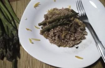 Risotto di grano saraceno agli asparagi e limone