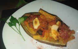 Barchette di melanzana ripiene di pasta alla norma – Ricetta vegan