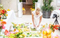 Amber Locke: la food photographer inglese che dipinge con frutta e verdura