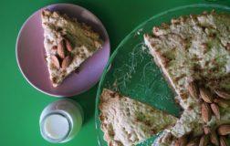 Come preparare la crostata ripiena di mandorle e latte autoprodotto