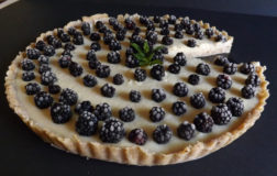 Crostata alle more raw e gluten-free: estate in tavola