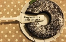 Happiness is a piece of cake: la ricetta del ciambellone al cioccolato