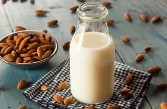 Crolla la vendita di latte animale, volano i sostituti vegetali